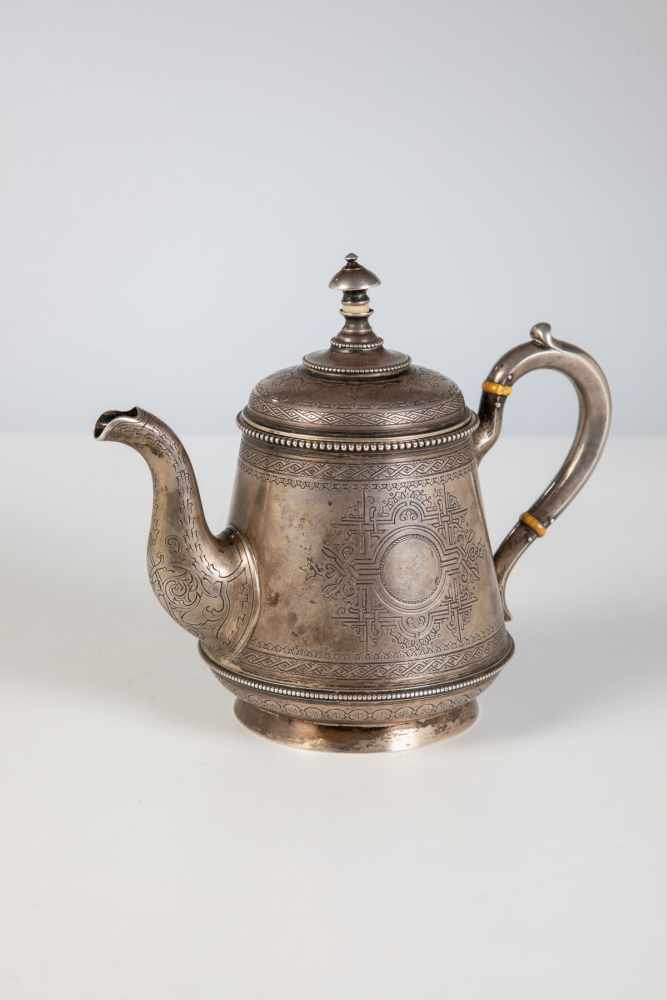 Los 38 - A silver teapot. Russia, Moscow, Antip Ivanovich Kuzmichev, 1889. Gilt interior. Body andlid with