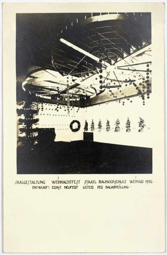 Bauhaus - Saalgestaltung Weihnachtsfest Staatl. Bauhochschule Weimar 1926. Drei Originalfotografien. - Image 2 of 3