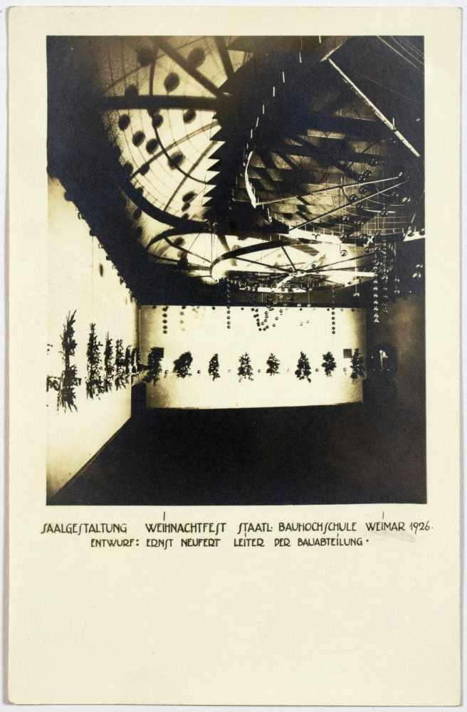 Bauhaus - Saalgestaltung Weihnachtsfest Staatl. Bauhochschule Weimar 1926. Drei Originalfotografien. - Image 3 of 3