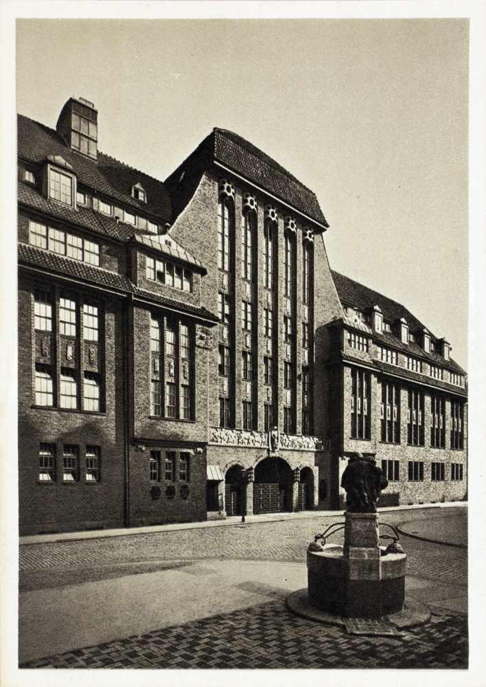 Kurt Schwitters - H. Bahlsens Keks-Farbik Hannover. Drei Werbepostkarten. Um 1929. 10,5 : 14,8 cm. - Image 4 of 4