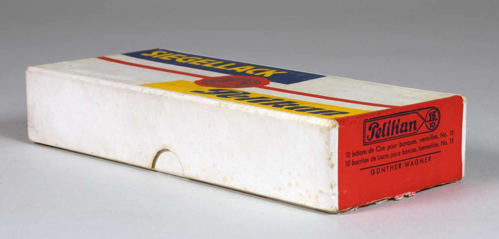 El Lissitzky - Pelikan Siegellack. Originalkartonschachtel mit farbiger Banderole. Entwurf: El - Image 3 of 3