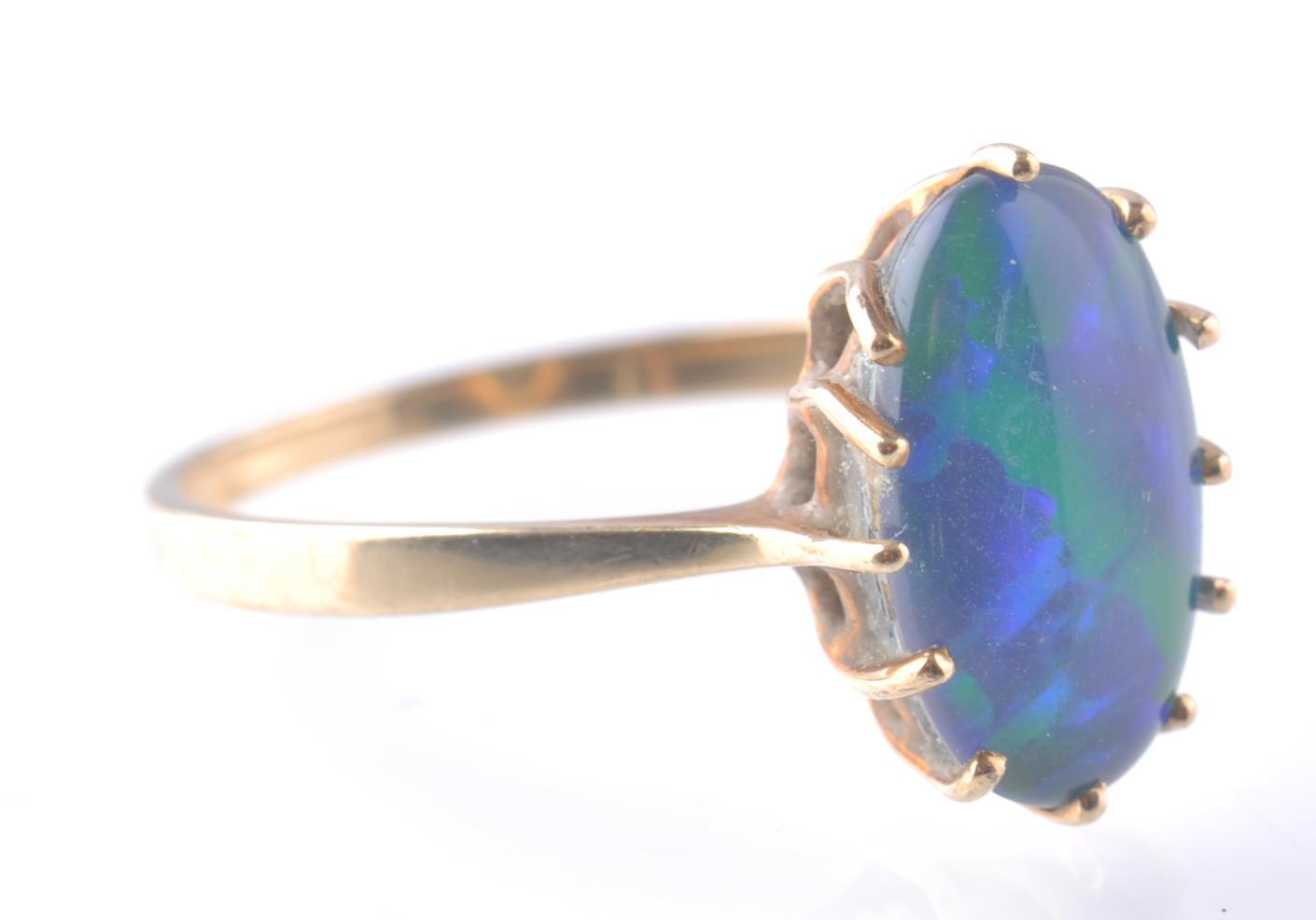 9CT / 375 GOLD AND BLACK OPAL RING - Image 3 of 4