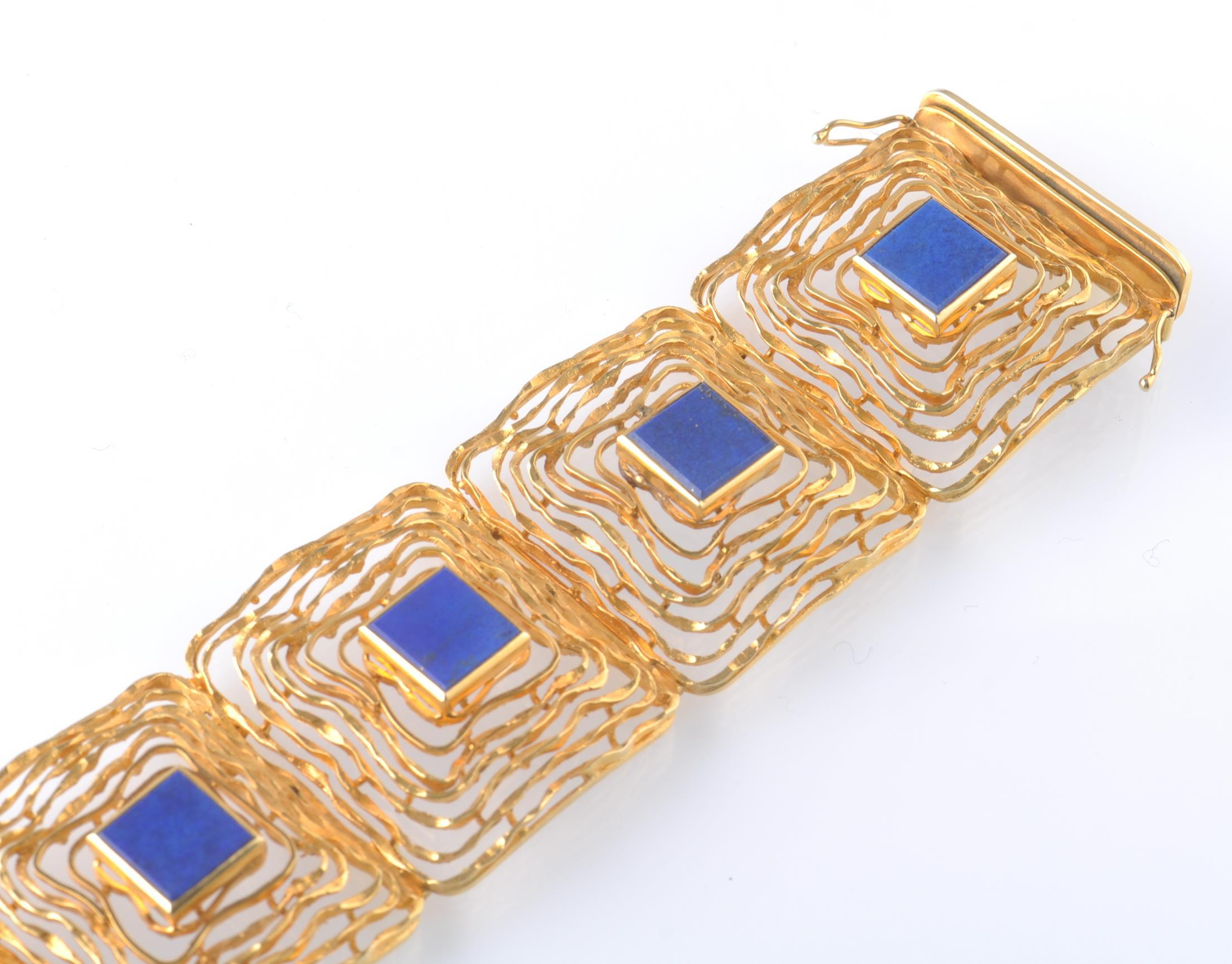 A MID CENTURY 14CT GOLD AND LAPIS LAZULI BRACELET - Image 3 of 6