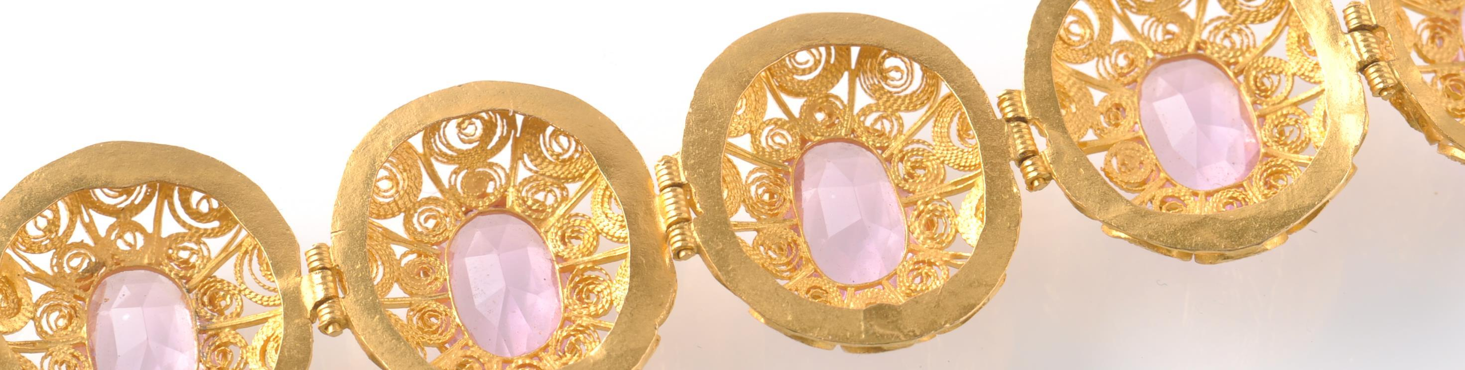 A GOLD FILIGREE AND PINK STONE BRACELET WITH PIN - Image 7 of 9