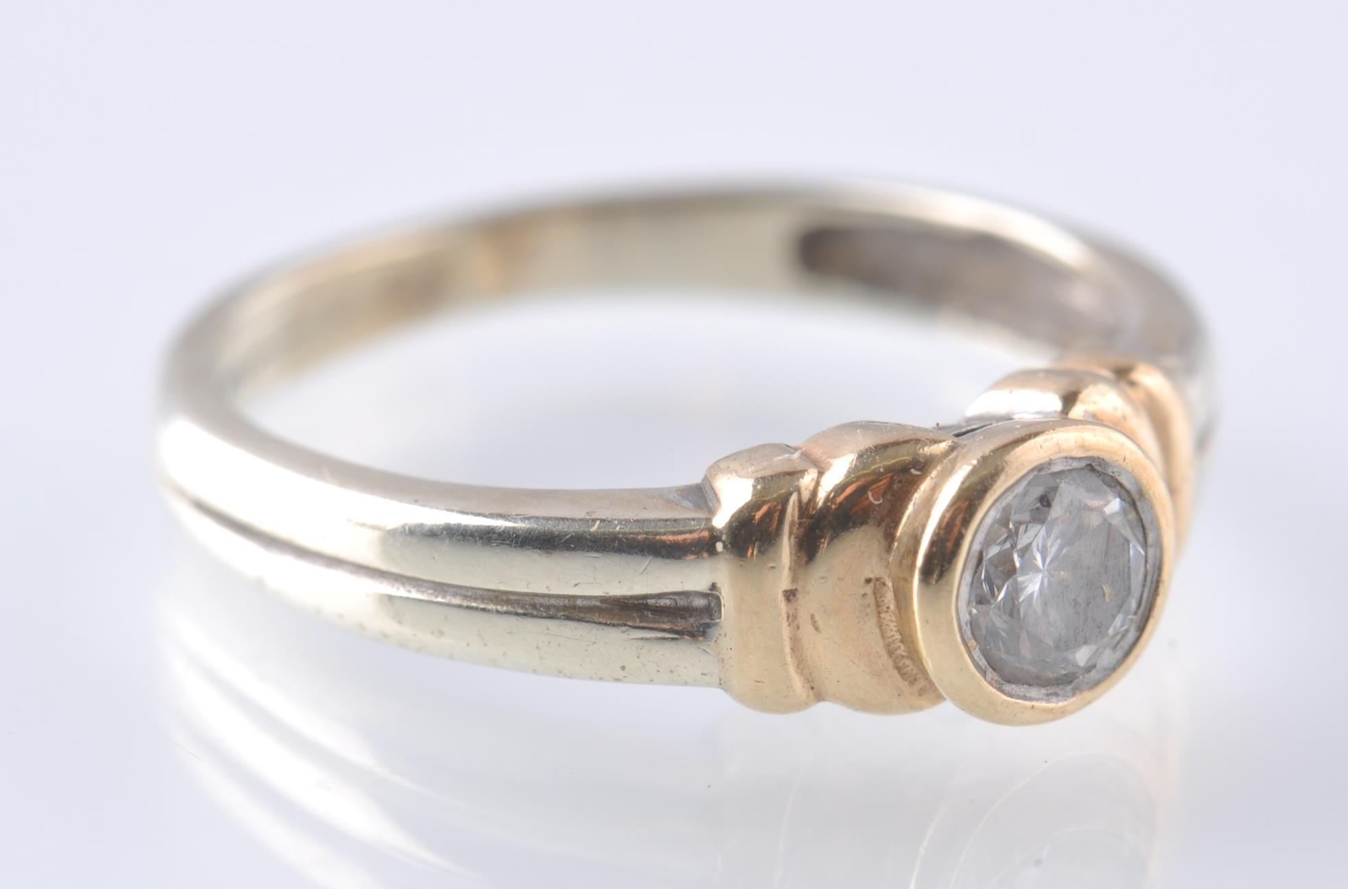 A CONTEMPORARY 9CT WHITE AND YELLOW GOLD DIAMOND S - Image 2 of 5