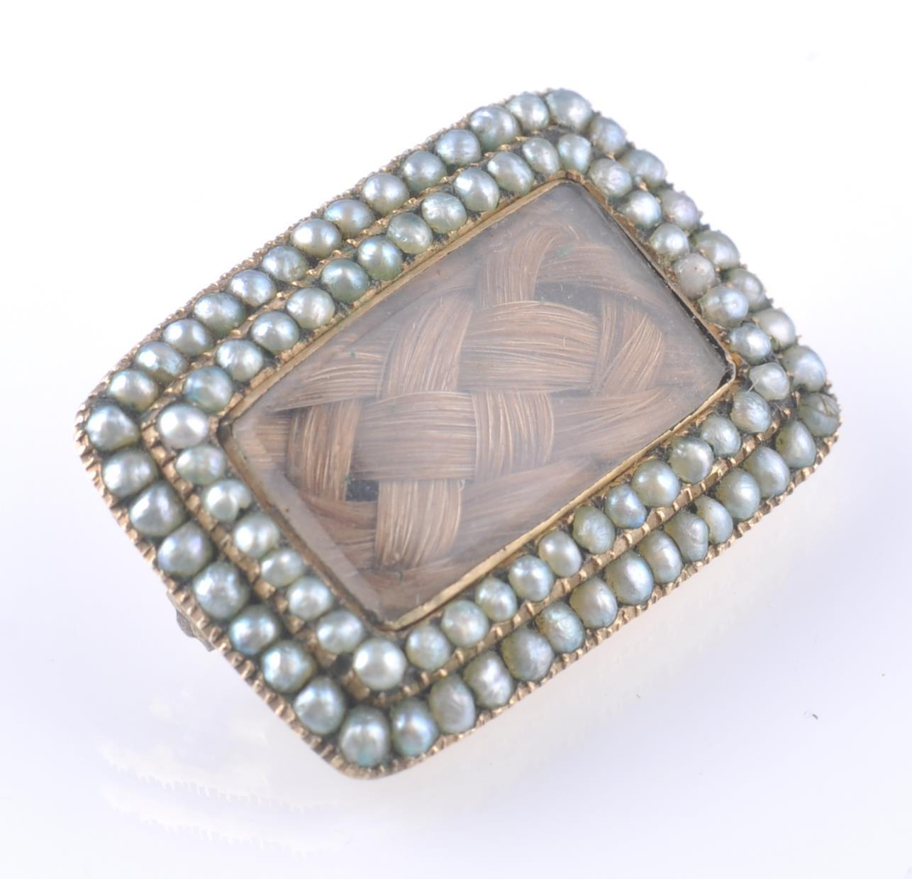 GEORGIAN GOLD SEED PEARL SET MOURNING BROOCH - Image 2 of 3