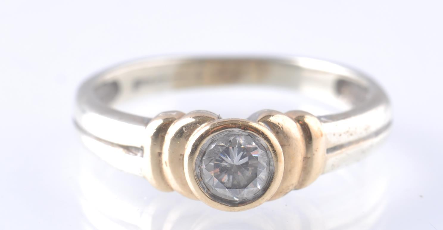 A CONTEMPORARY 9CT WHITE AND YELLOW GOLD DIAMOND S - Image 5 of 5