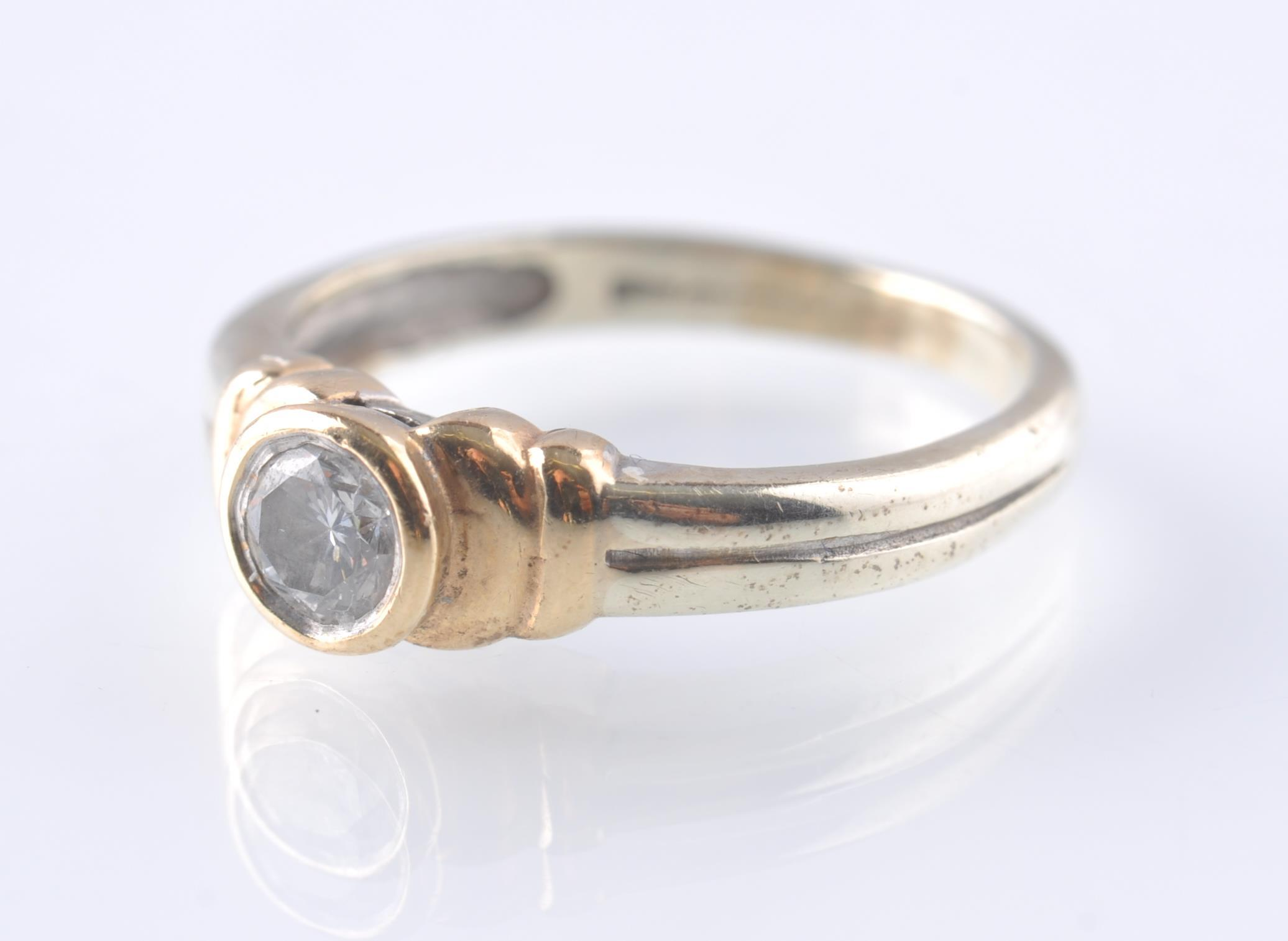 A CONTEMPORARY 9CT WHITE AND YELLOW GOLD DIAMOND S - Image 3 of 5