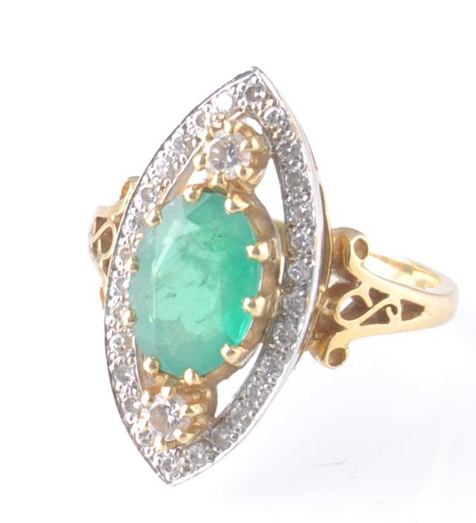 A HALLMARKED 18CT GOD EMERALD AND DIAMOND RING - Image 10 of 11