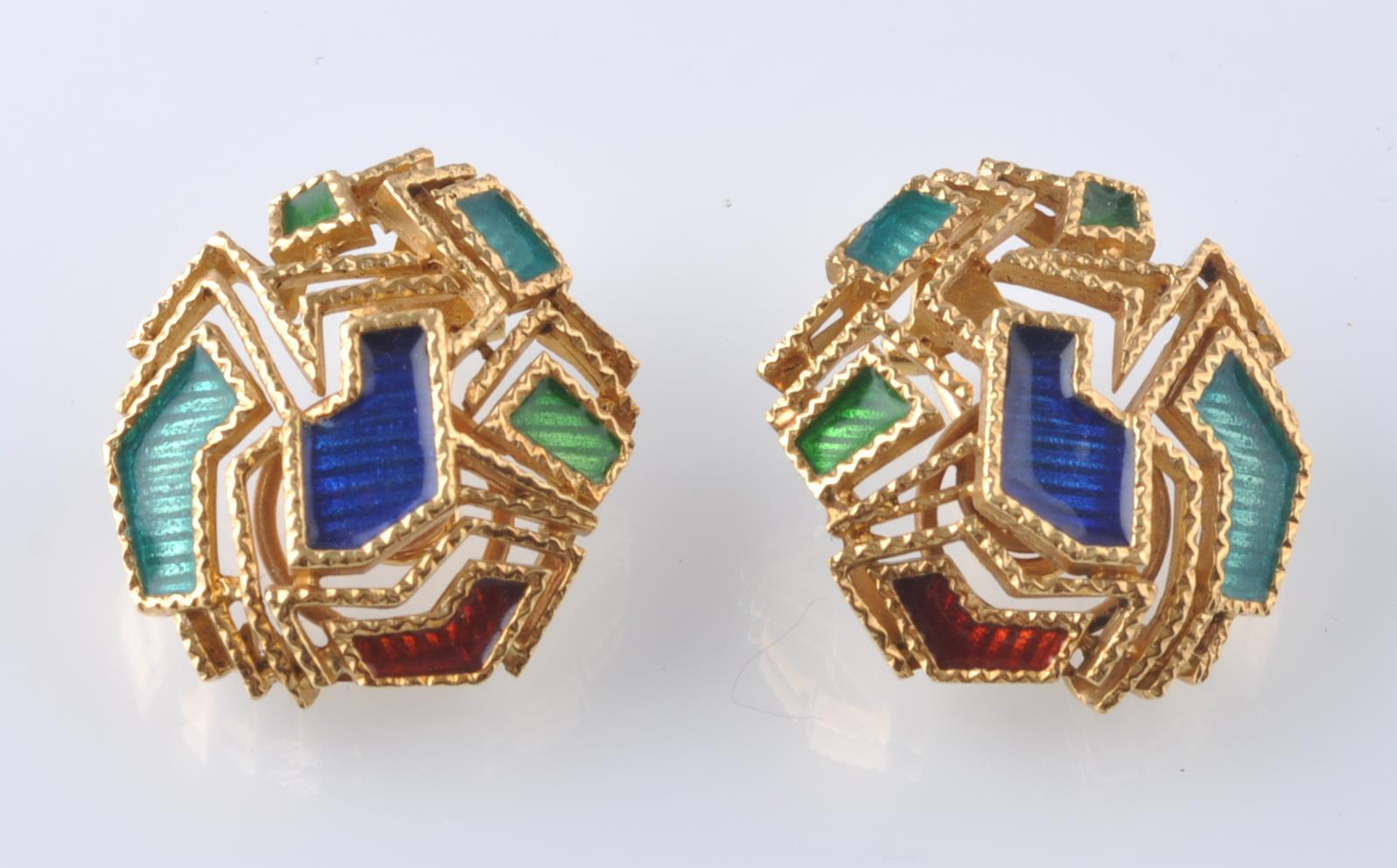 A PAIR OF 18CT GOLD AND ENAMEL EAR CLIPS - Image 2 of 5