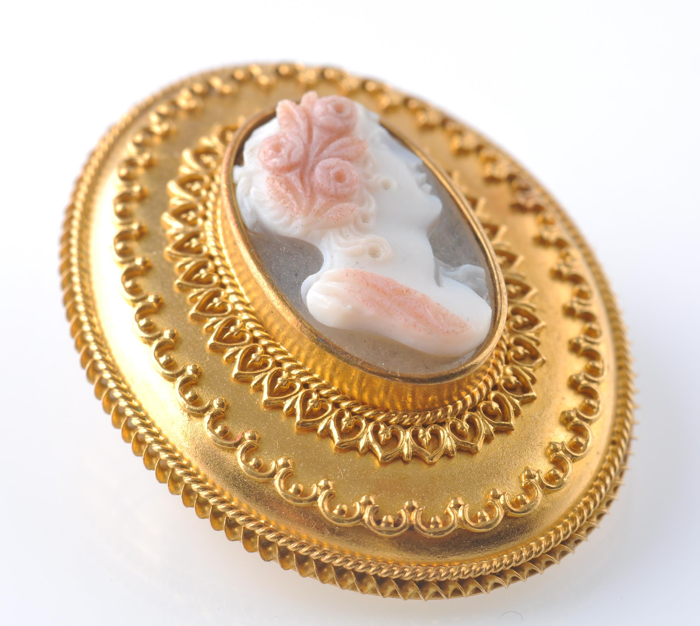 VICTORIAN 19TH CENTURY GOLD AND HARDSTONE CAMEO BR