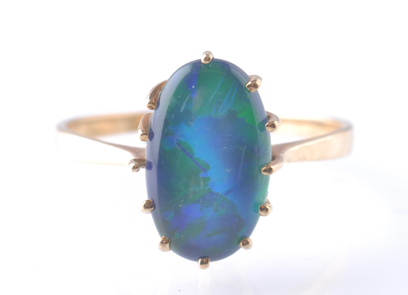9CT / 375 GOLD AND BLACK OPAL RING