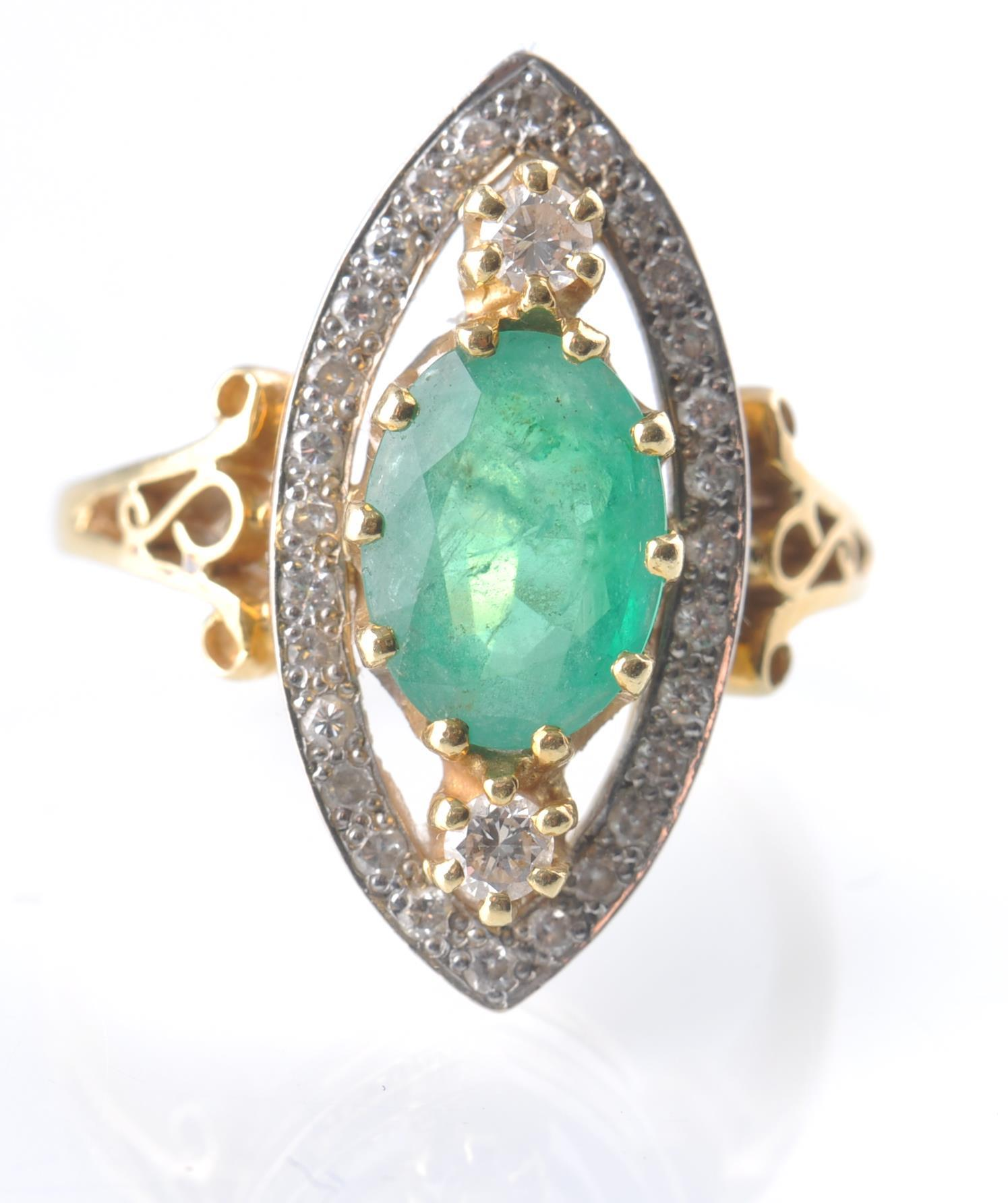A HALLMARKED 18CT GOD EMERALD AND DIAMOND RING - Image 8 of 11