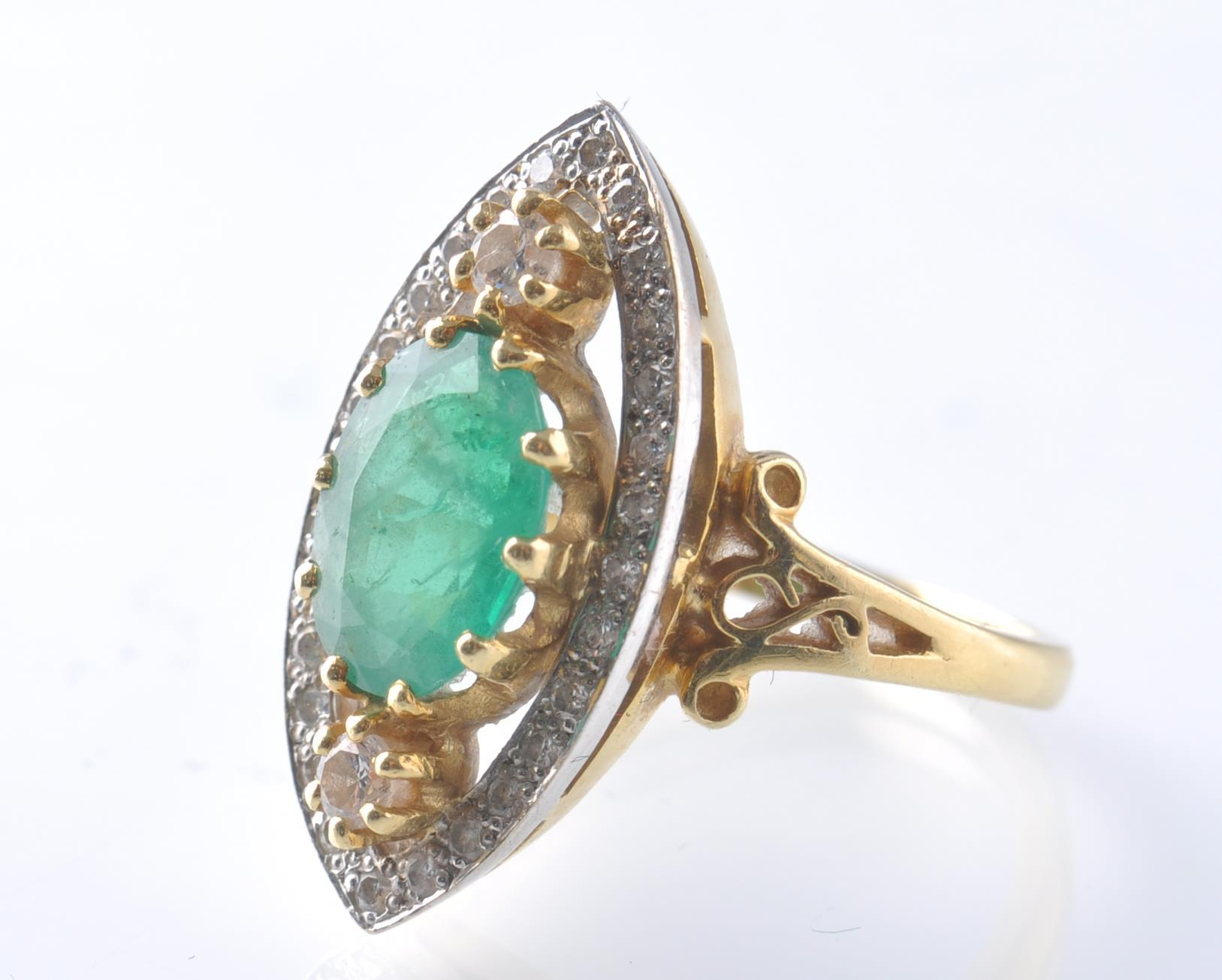 A HALLMARKED 18CT GOD EMERALD AND DIAMOND RING - Image 2 of 11