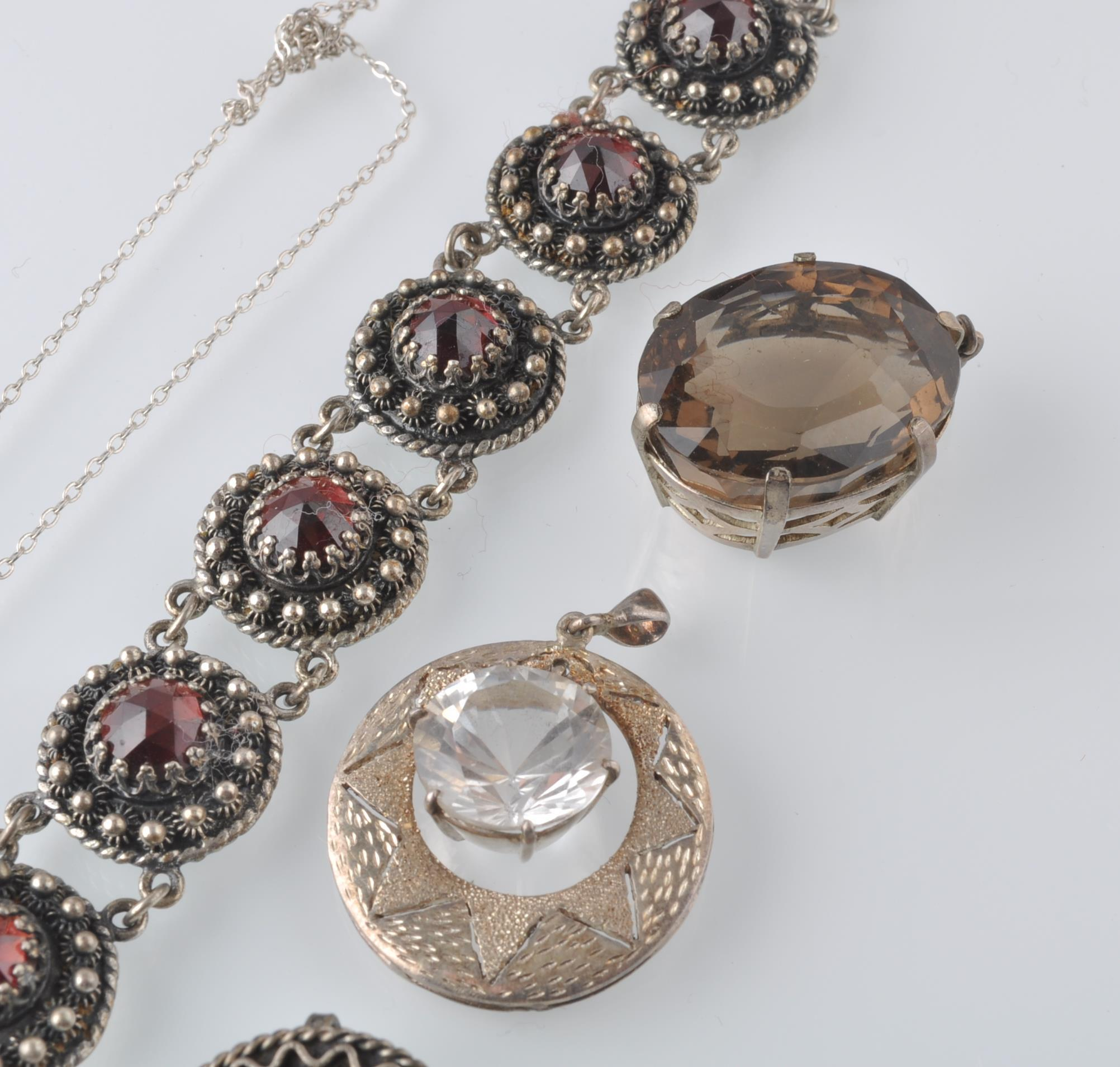LARGE SELECTION OF SILVER AND WHITE METAL JEWELLER - Image 4 of 13