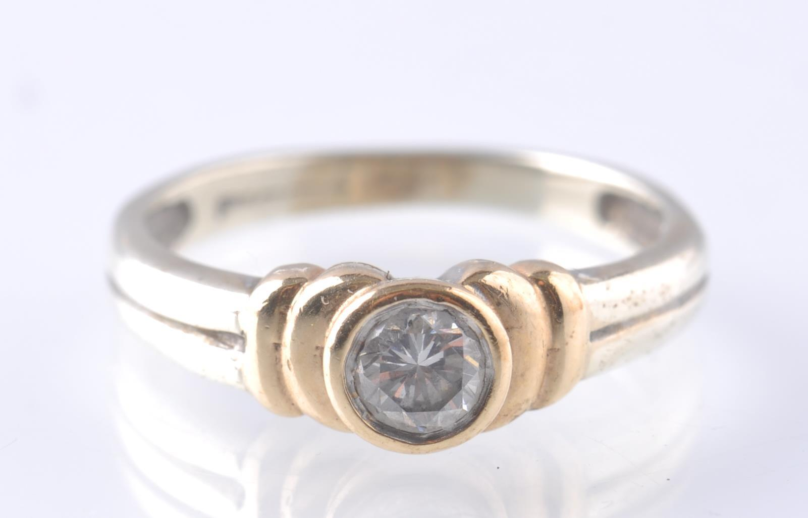 A CONTEMPORARY 9CT WHITE AND YELLOW GOLD DIAMOND S