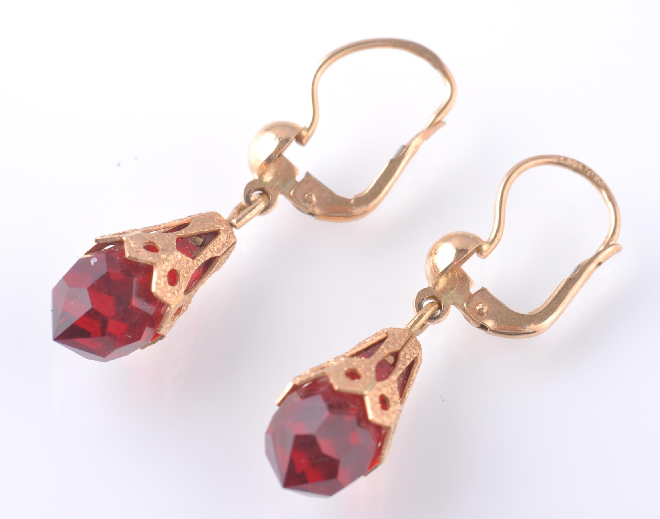 A PAIR OF ITALIAN GOLD DROP EARRINGS