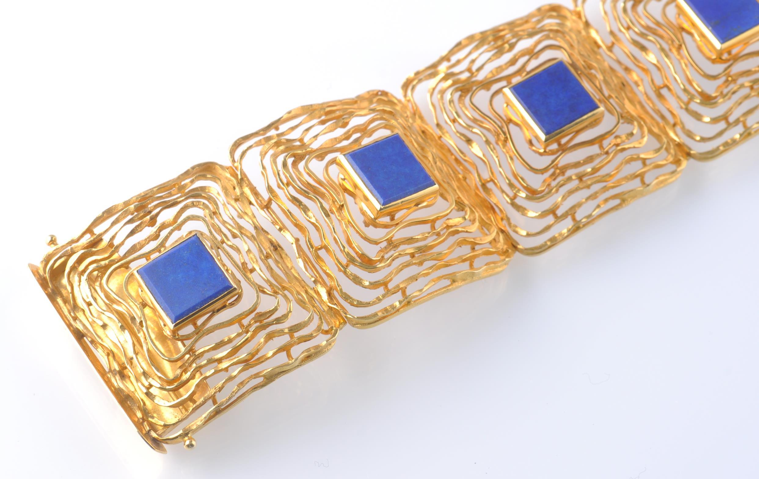 A MID CENTURY 14CT GOLD AND LAPIS LAZULI BRACELET - Image 2 of 6
