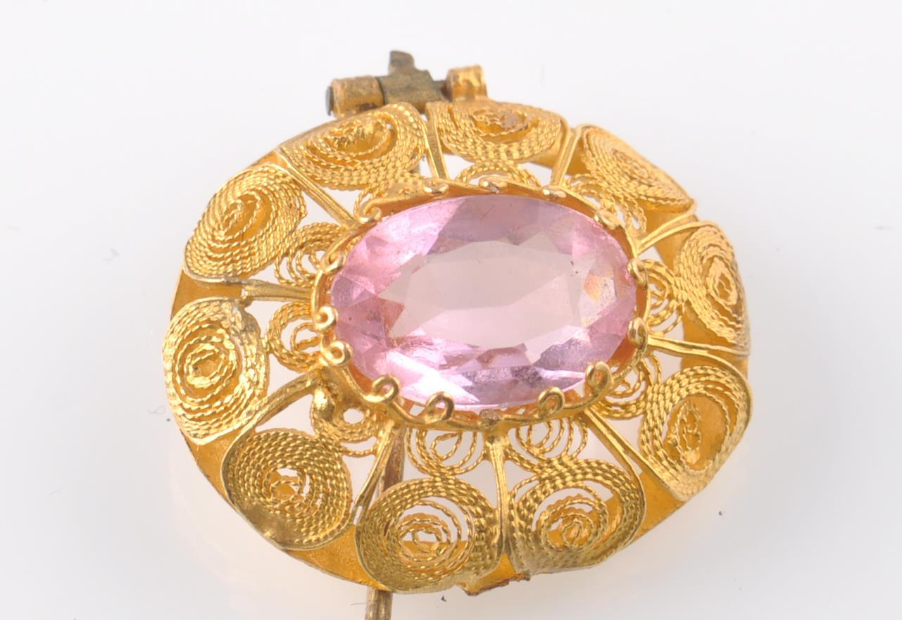 A GOLD FILIGREE AND PINK STONE BRACELET WITH PIN - Image 5 of 9