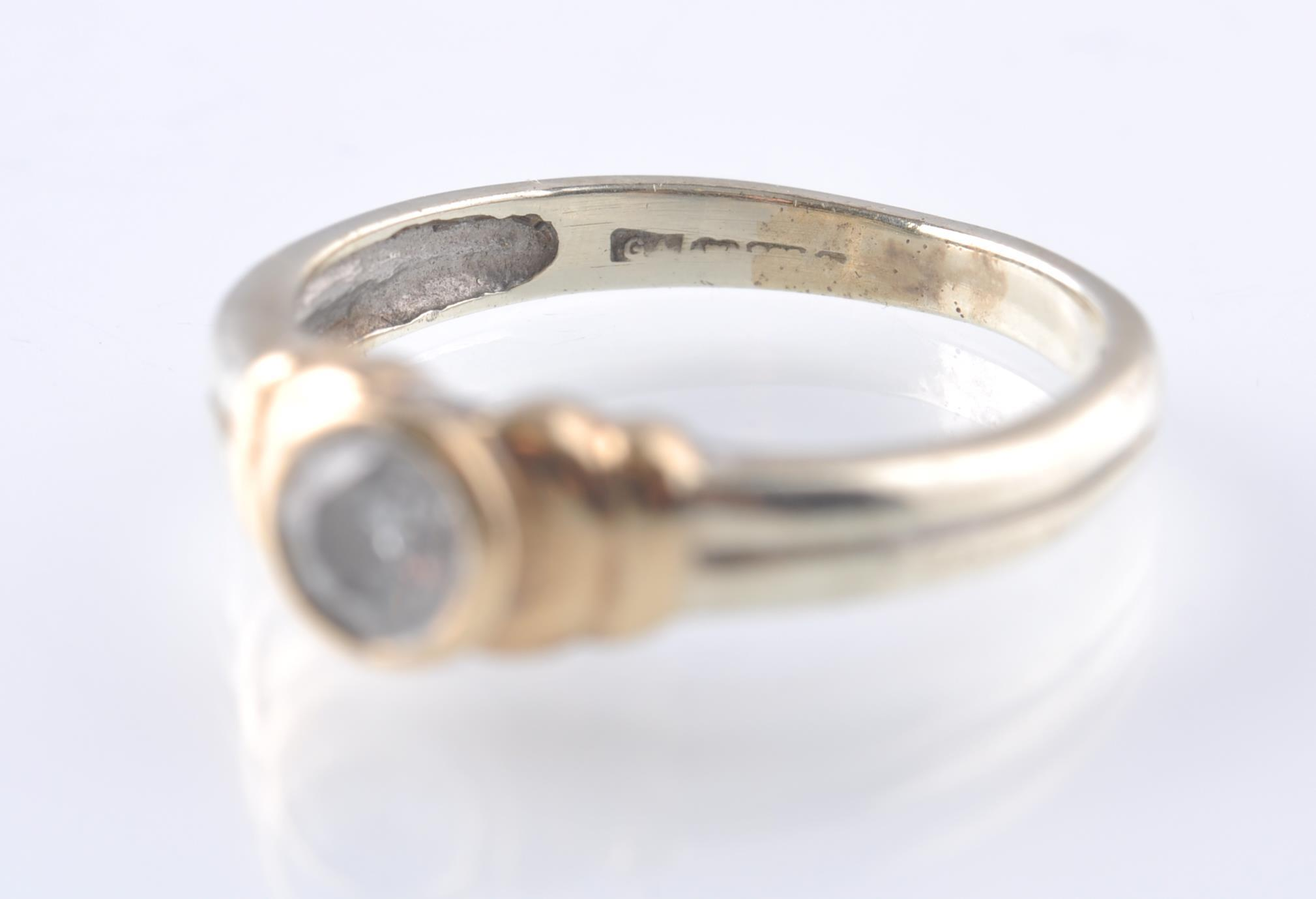A CONTEMPORARY 9CT WHITE AND YELLOW GOLD DIAMOND S - Image 4 of 5