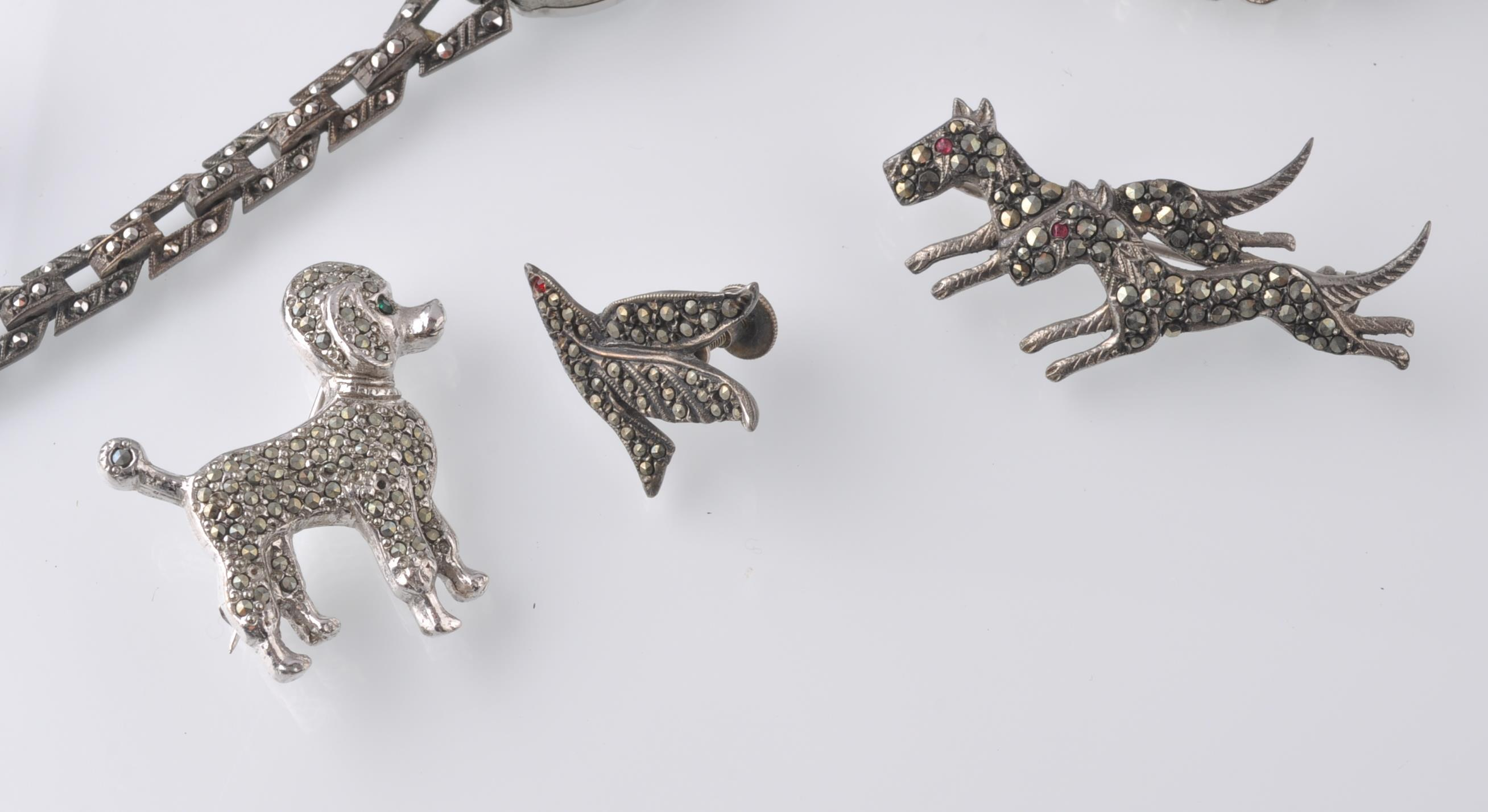 LARGE SELECTION OF SILVER AND WHITE METAL JEWELLER - Image 8 of 13