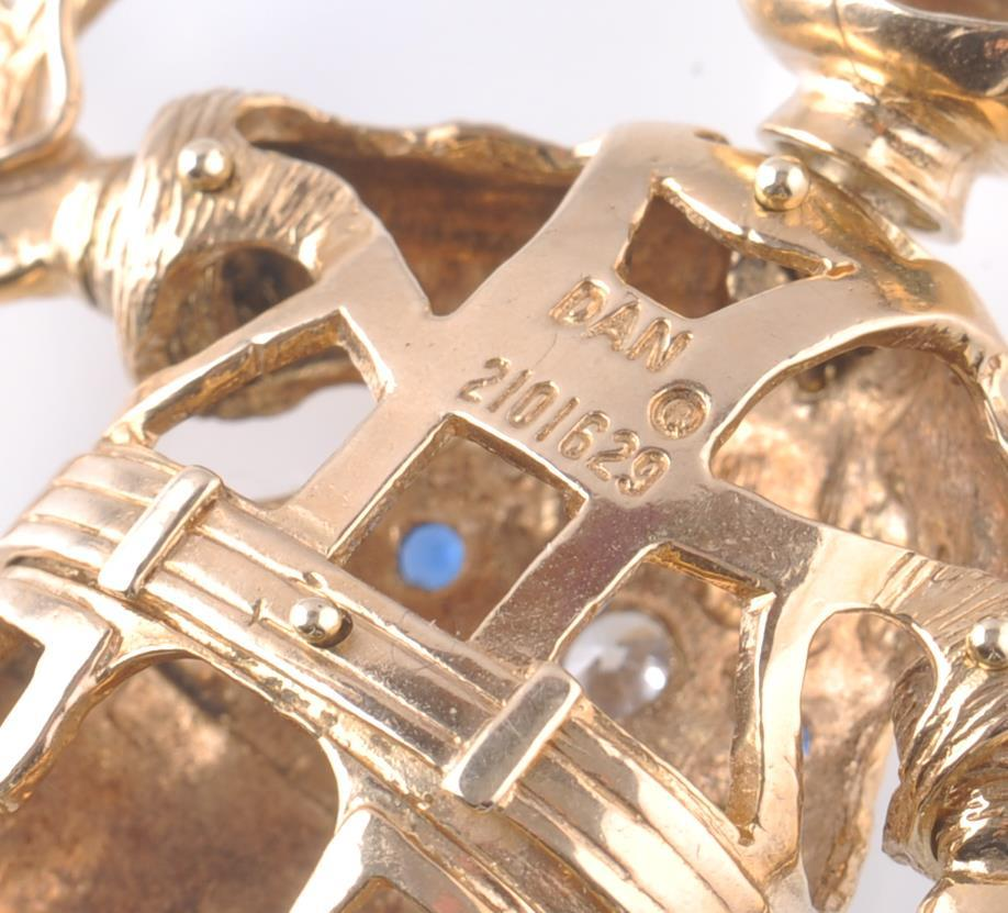 AN OVERSIZED HALLMARKED 9CT GOLD FIGURAL PENDANT O - Image 5 of 6