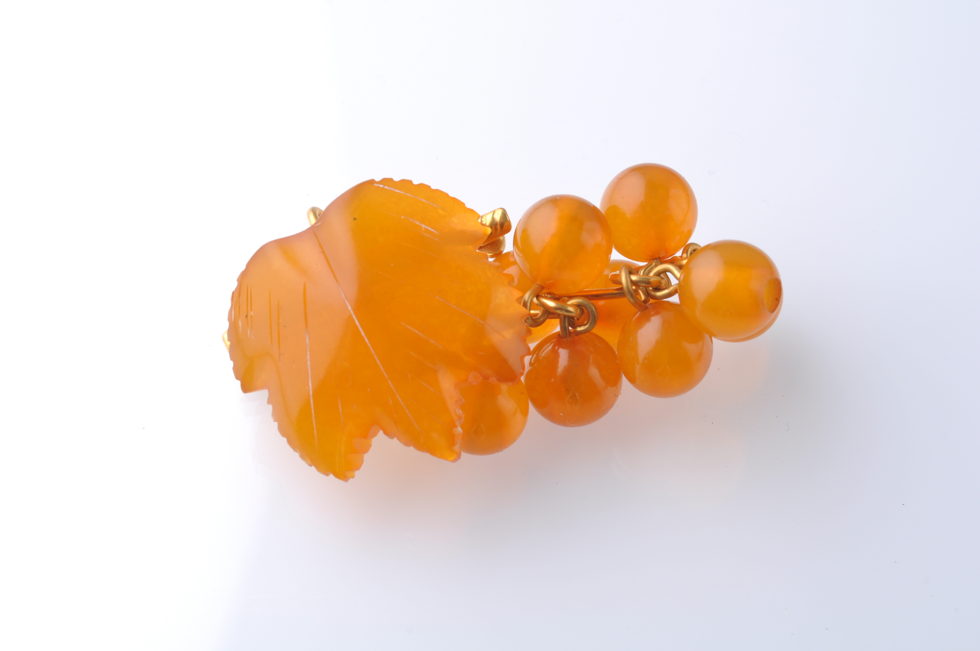 A COLLECTION OF SILVER GOLD AND AMBER JEWELLERY - Image 2 of 4