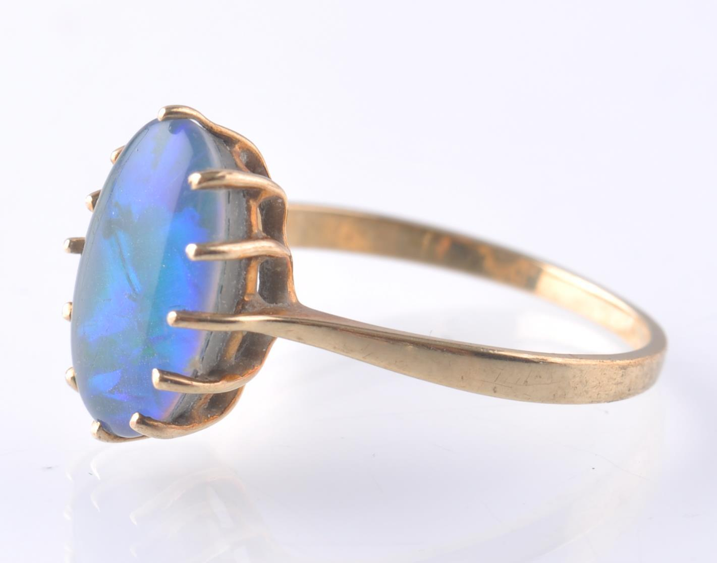 9CT / 375 GOLD AND BLACK OPAL RING - Image 2 of 4