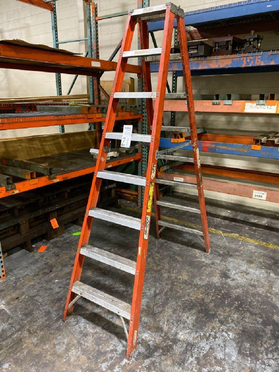 Louisville 8' Fiberglass Step Ladder