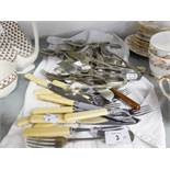 A SELECTION OF ELECTROPLATED CUTLERY INCLUDING FISH KNIVES AND FORKS