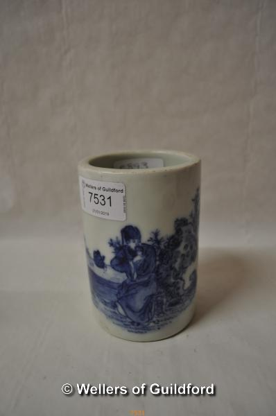 Lot 7531 - A small Chinese blue and white brush pot, 11cm.