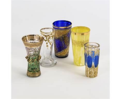 5 verschiedene Gläser    2. H. 19. Jh./1. H. 20. Jh.                    H 8,5 - 10,5 cm.                5 Likörgläser bzw. Va