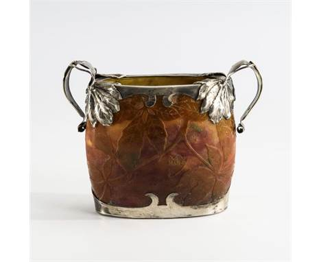 Jugendstil-Vase mit Silbermontierung    Daum.        Verreries de Nancy, Daum Fréres & Cie., Ätzsignatur, um 1900/05.