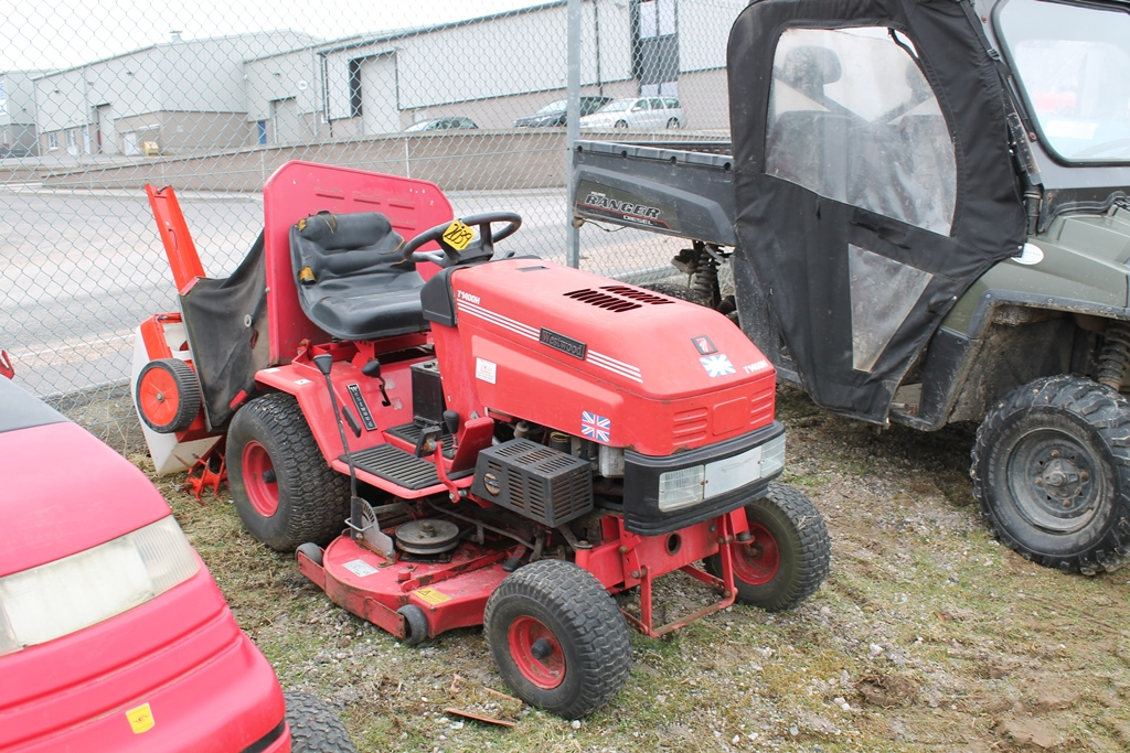 Lot 2039 - WESTWOOD RIDE ON MOWER