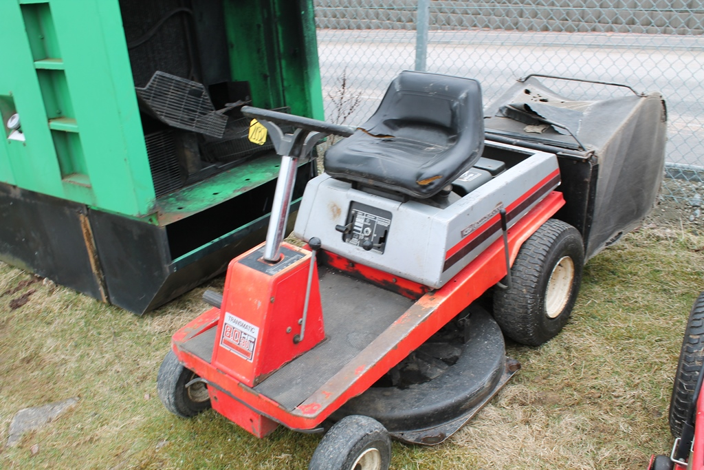 "Lot 2032 - LAWNFLIRE 30"" CUT KEY IN PC"
