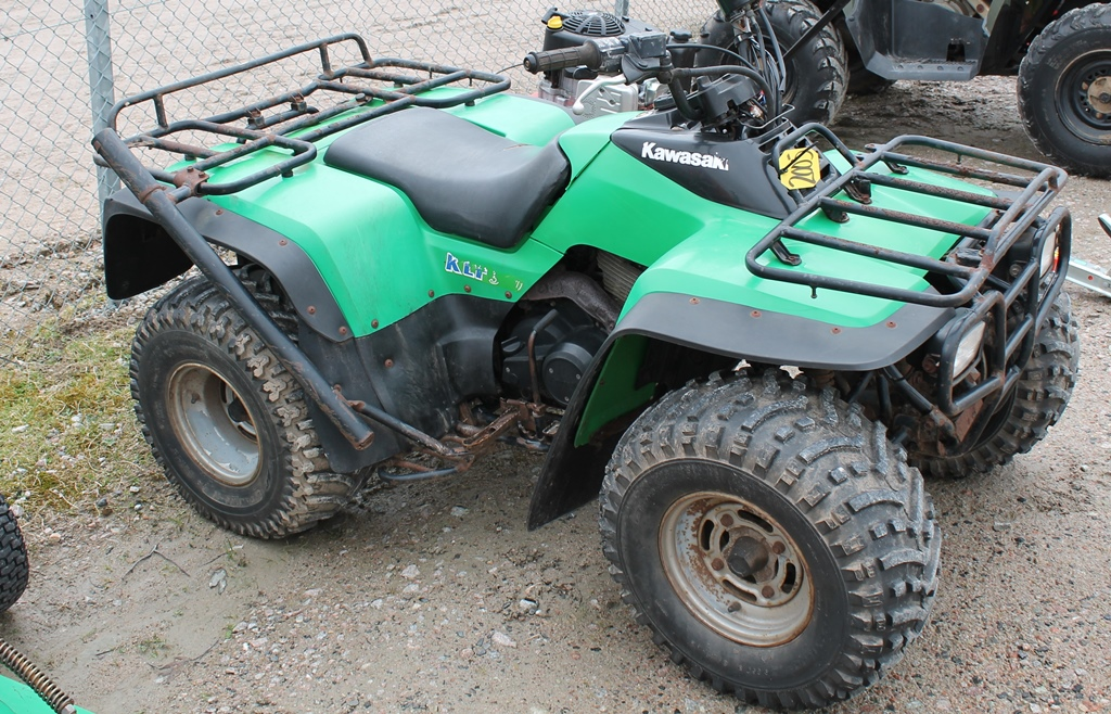 Lot 2005 - QUAD BIKE KLF300 608735 KEY IN PC