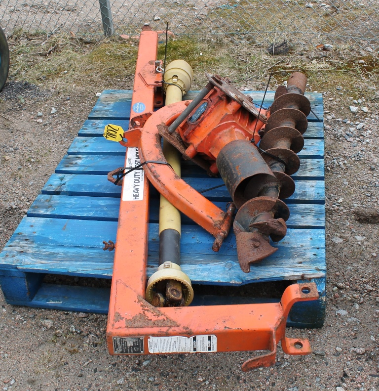 Lot 2014 - POST HOLE BORER C/W PTO
