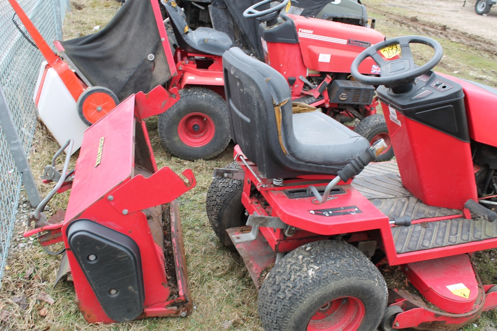 Lot 2038 - COUNTAX RIDE ON MOWER