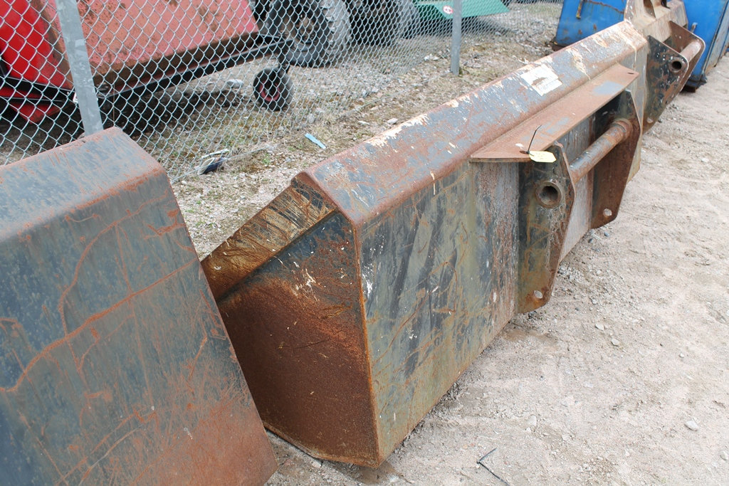 Lot 1995 - GM 8' MANITOU GP BUCKET