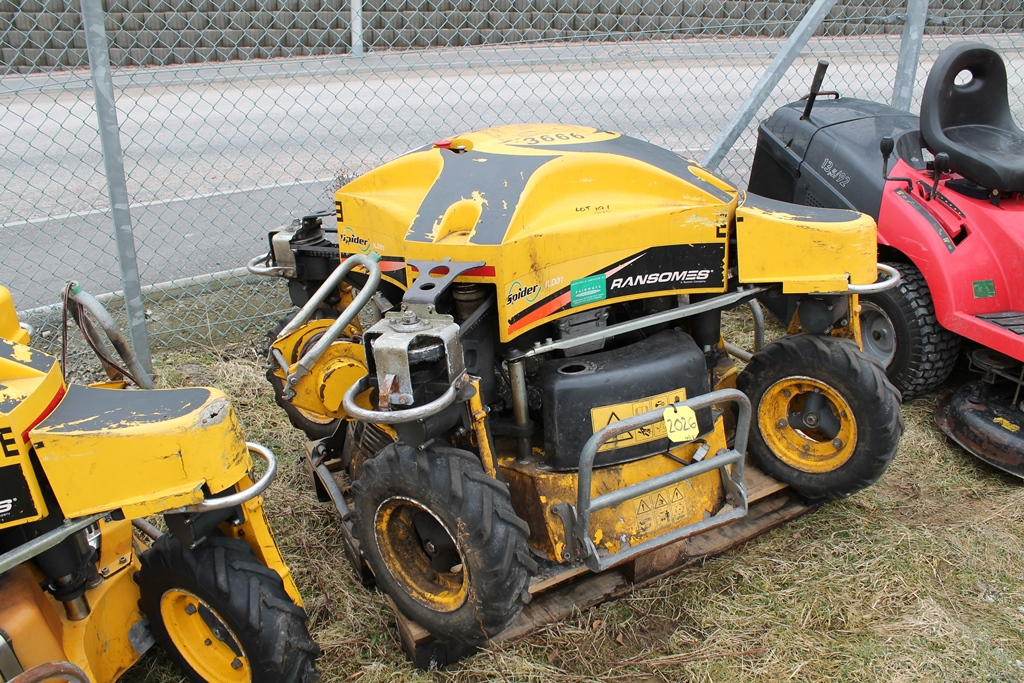 Lot 2026 - RANSOME SPIDER MOWERS, 1 WORKING 1 FOR SPARES, CONTROLS IN PC