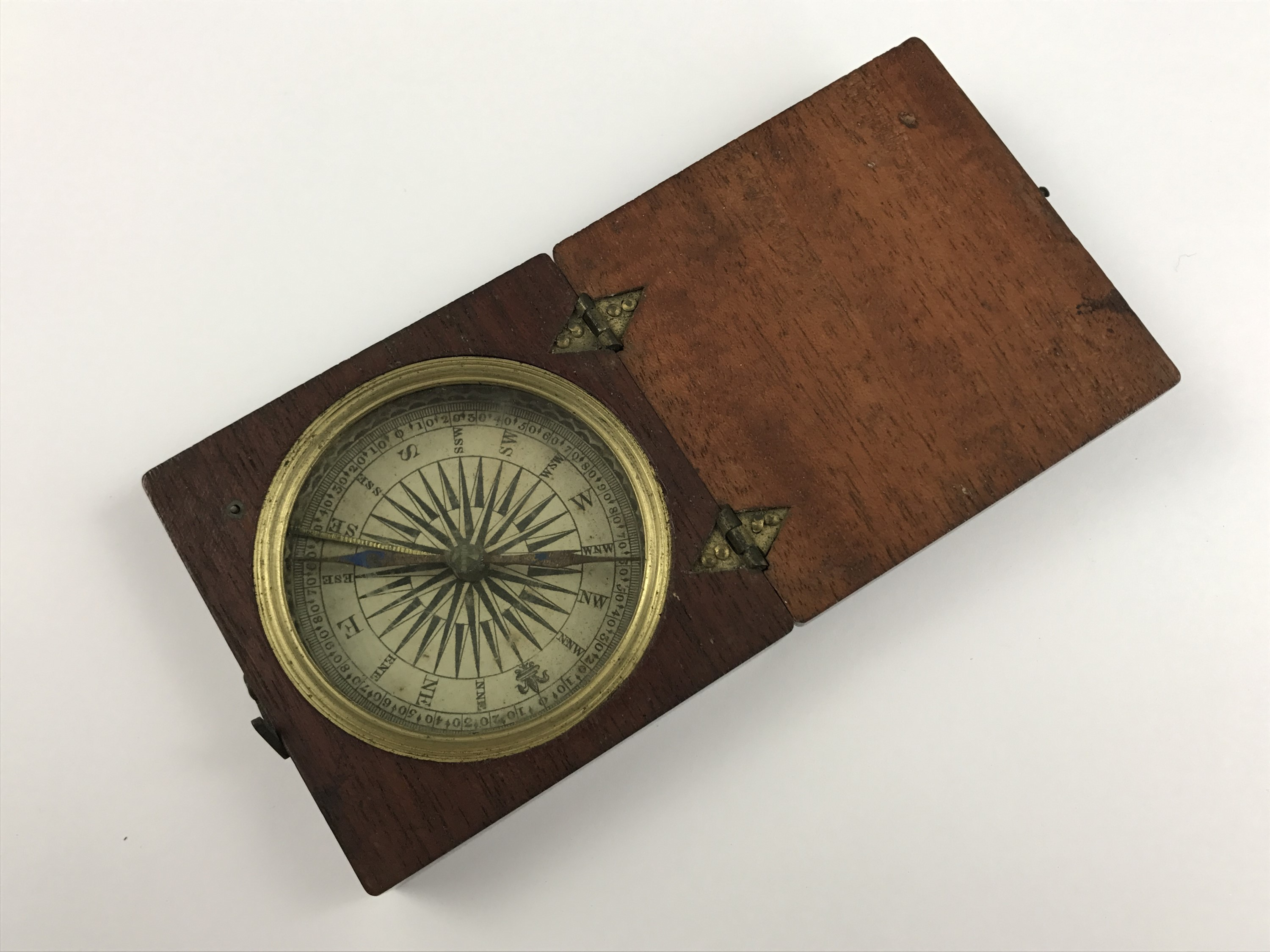 Lot 19 - Georgian mahogany-cased pocket magnetic compass with printed rose, 7 x 7 cm