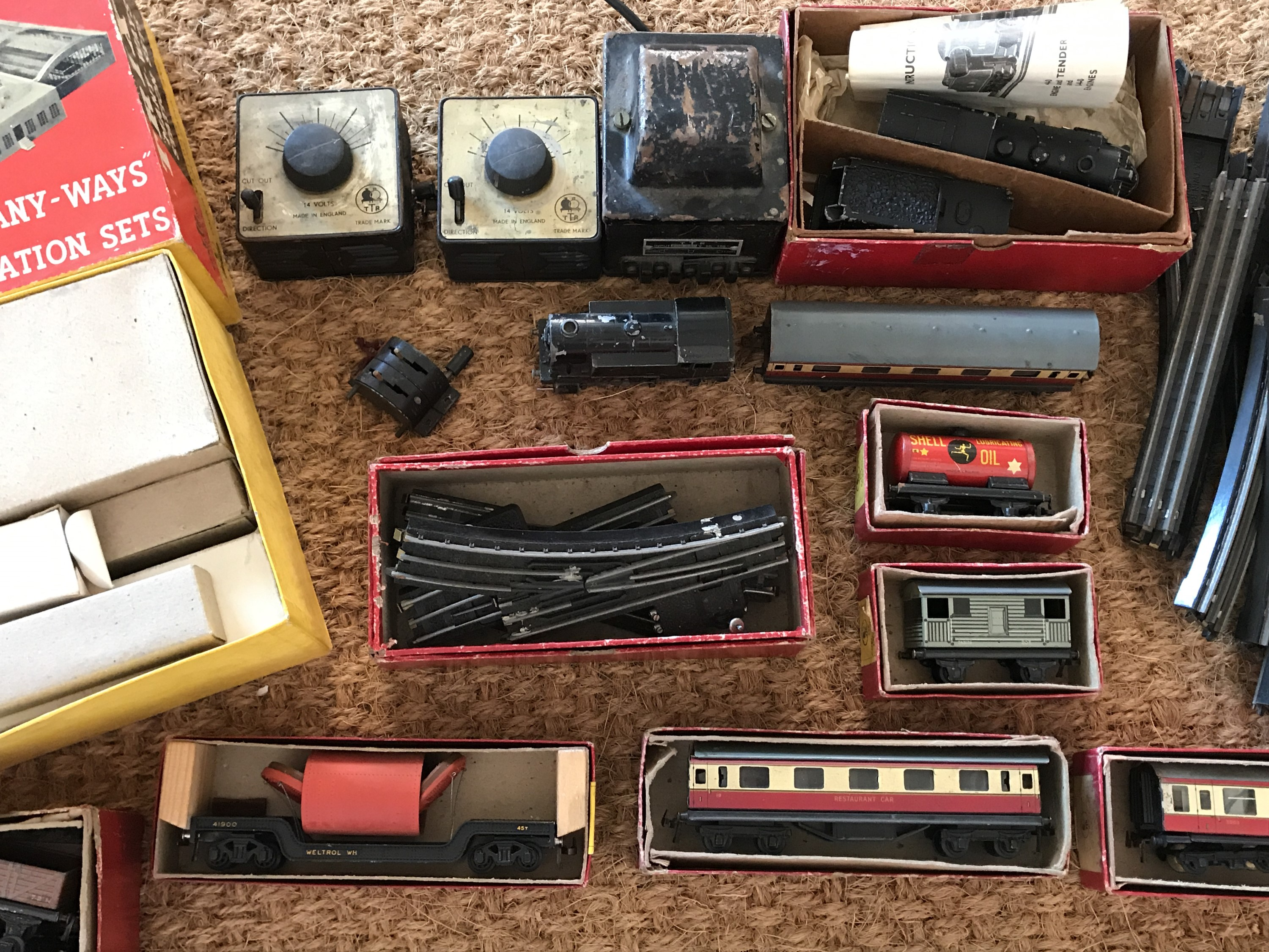 Lot 59 - 1950s boxed Trix Twin Railways 00 gauge table-top trains and accessories, including 9/520 0-4-0