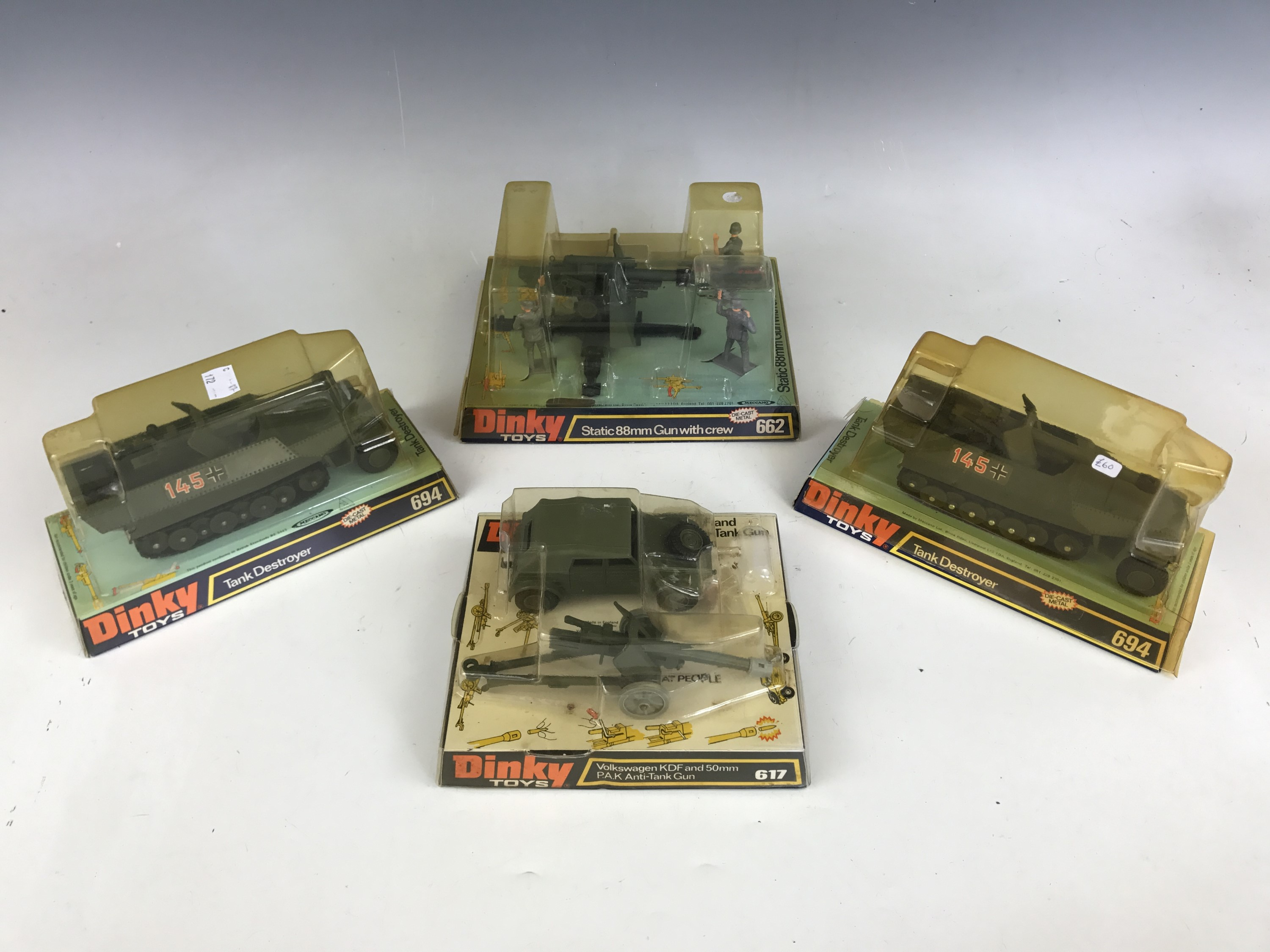 Lot 56 - Vintage military Dinky Toys, including 662 Static 88mm Gun with crew, 617 Volkswagen KDF and 50mm
