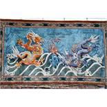 Großer Wandteppich, ChinaKampf des goldenen und blauen Drachen auf türkisfarbenem Fond, unten
