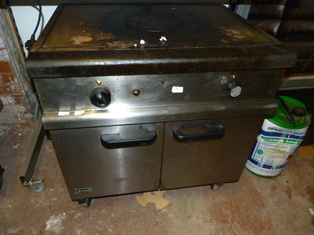 Lot 15 - *Lincat Flat Top Commercial Cooker over Oven