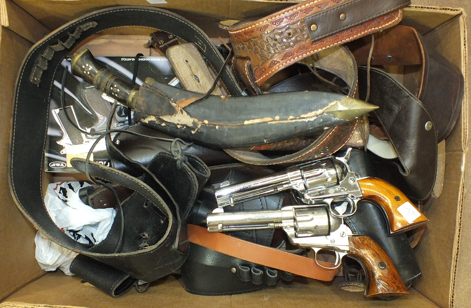 Lot 600 - Three replica revolvers, leather holsters and other items.