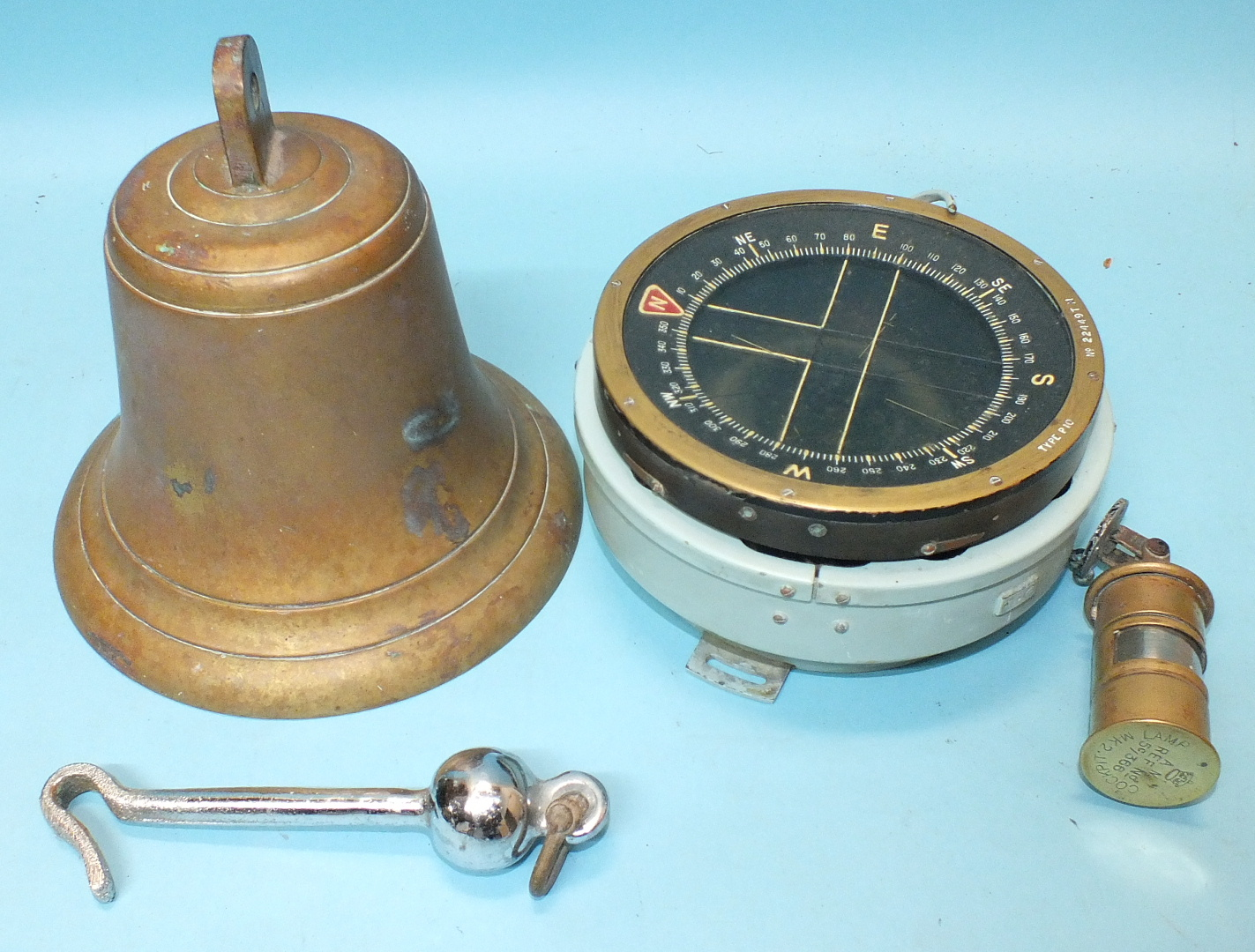 Lot 676 - War Dept Issue WWII Marine Compass, Type P10, no.22449TM, with a Mk 2 cockpit lamp and bronze