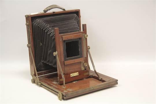 A Gandolfi Field Camera Body, 5x7 size with a reducing back