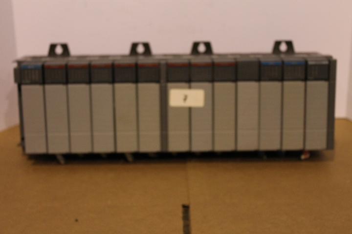 Lot 7 - ALLEN-BRADLEY SLC 500 RACK W/ VARIOUS CARDS (SEE PICTURES)