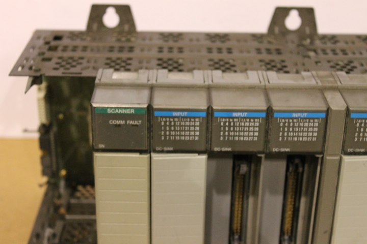 Lot 14 - ALLEN-BRADLEY SLC 500 RACK W/ VARIOUS CARDS (SEE PICTURES)